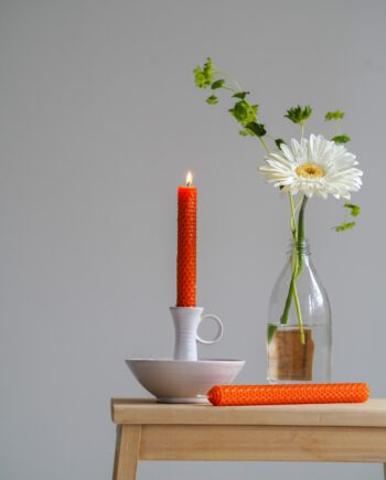 Oranssi-mehiläisvahakynttilä-BeeClever